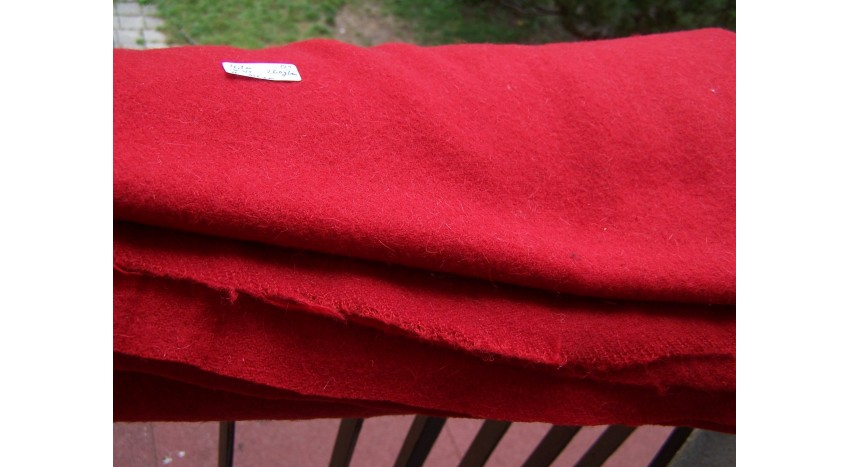 Red naturally dyed Twill 2/1 270 grams...